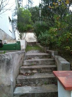 Escaleras de una vivienda antes de ser reformadas. Alt Serveis en Andorra y la Costa Brava.