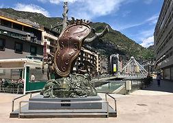 Estatuas, construcciones de interés, plazas conmemorativas, calles emblemáticas... Andorra ofrece un amplio abanico de lugares con los que podrás conocer más de cerca el país.