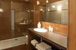 Interior baño reformado. Alt Serveis en Andorra y la Costa Brava.