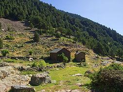 Las montañas de Andorra ofrecen diferentes refugios guardados y libres para culminar una jornada de senderismo de la mejor manera posible.