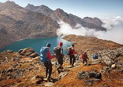 Descubre las rutas de montaña más emblemáticas. Te ofrecemos rutas más planas para hacer en familia y otros de mayor nivel para ponerte a prueba y encontrar rincones fascinantes.