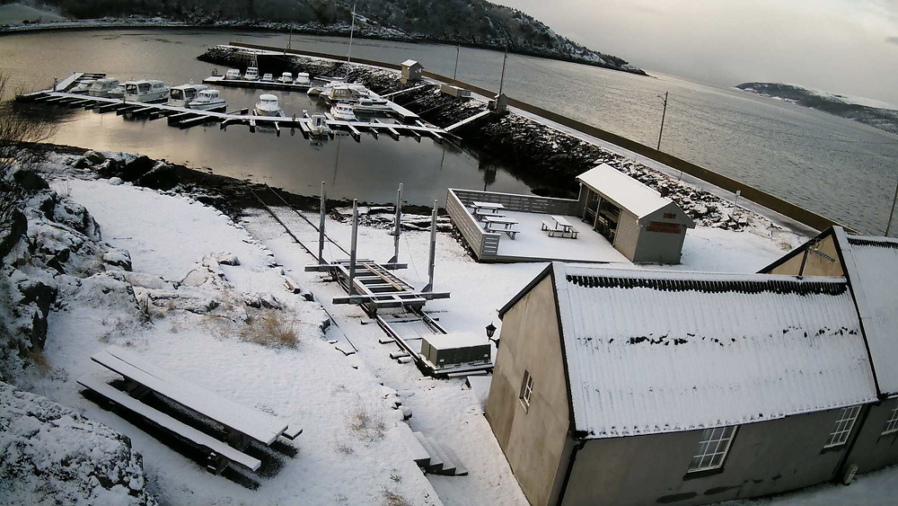 Snø i Sjursvika idag, lørdag 22/4....