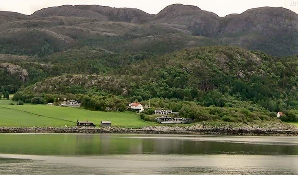 Kjent del av Sjursvika, med Sivertsvik-hytter og hus...