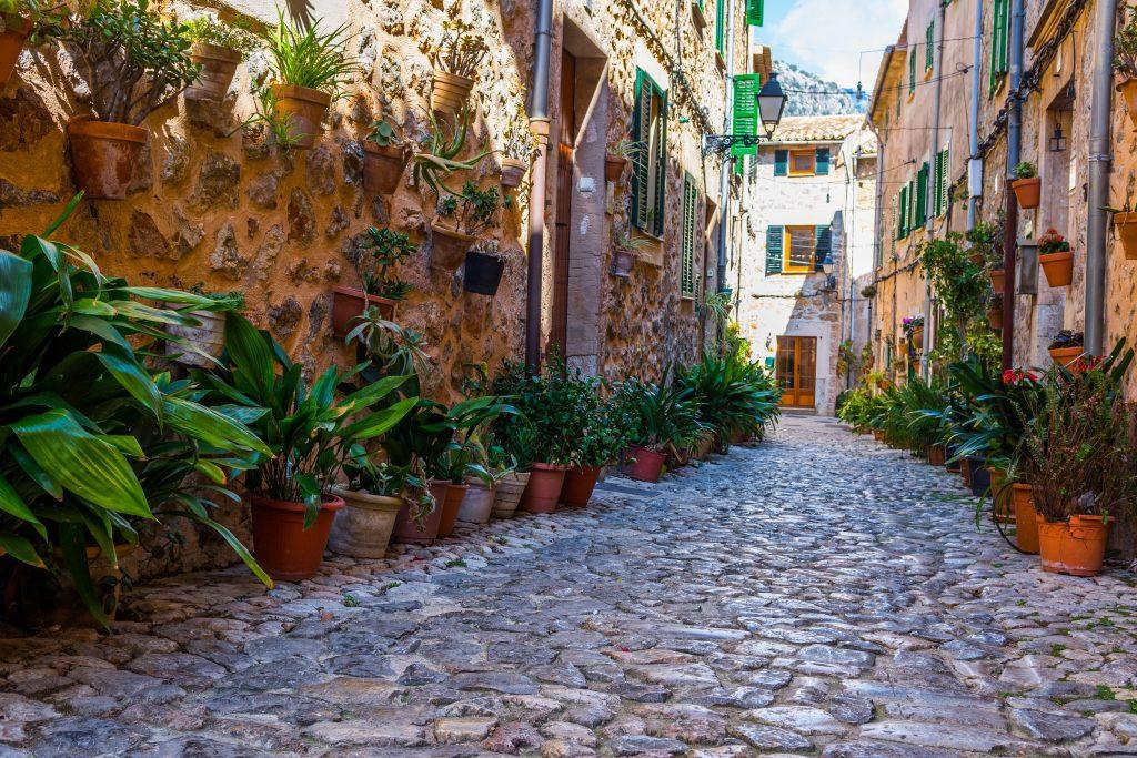 Street-in-Valldemossa-Mallorca-1024x683.