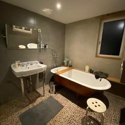 Badkamer met ligbad