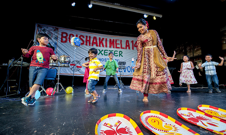 Bengali Dancer teaching kids moves