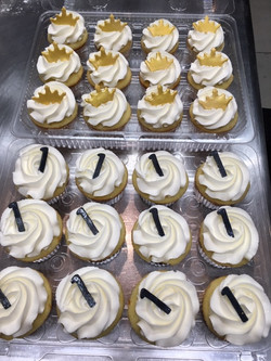 Crown and 1 cupcakes