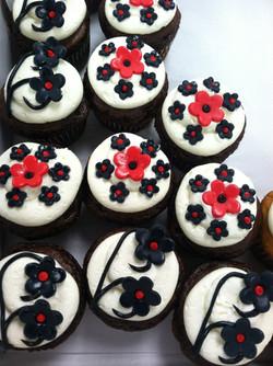 black n red cupcakes