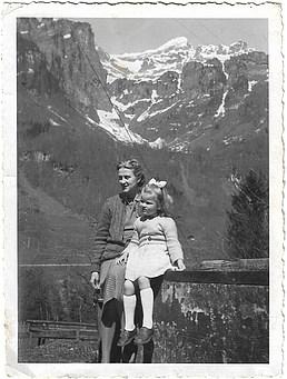 1944 Ελβετία με τη μητέρα της - In Switzerland with her mother