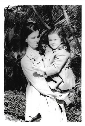 1970 με την κόρη της - With her daughter