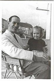 1942 με τον πατέρα της - With her father