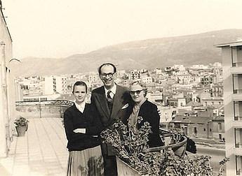 1958 με τους γονείς της - With her parents