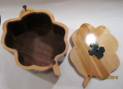 SOLD 4-Leaf Clover Urn PB#208