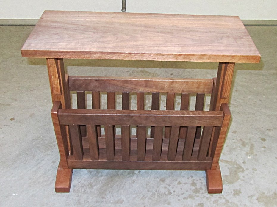 Coffee table/magazine rack