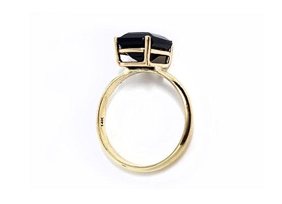 טבעת זהב בשילוב אבן חן שחורה בחיתוך מלבני  CR001
