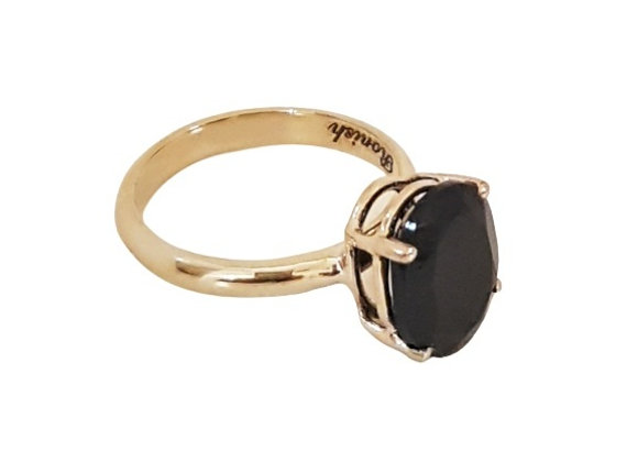 טבעת זהב בשילוב אבן חן שחורה בחיתוך אובלי  CR002
