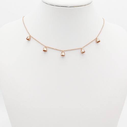 Halskette mit zarten Blümchen in Roségold