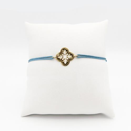 Armband mit goldenem Glückskleeblatt