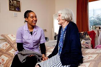 Enfermera con anciano 2.jpg