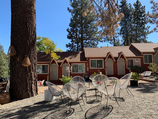 Lower Pine Garden - Summer Grand Pine Cabins Wrightwood Hotel