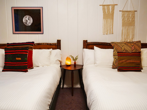 Double Queen Motel Room - Grand Pine Cabins Wrightwood Hotel