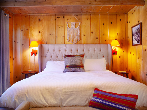Family Fireplace Suite Bedroom - Grand Pine Cabins Wrightwood Hotel