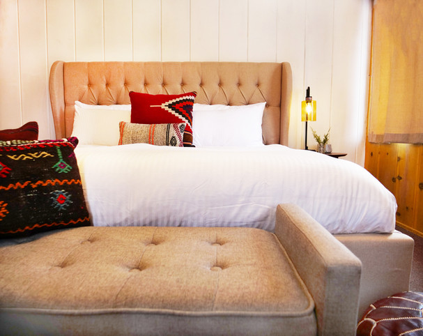 Single King Motel Room - Grand Pine Cabins Wrightwood Hotel