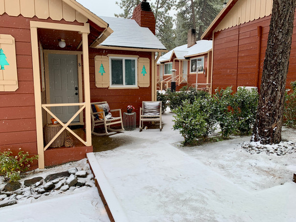 Deluxe 1 Bedroom Fireplace Cabin Exterior - - Grand Pine Cabins Wrightwood Hotel
