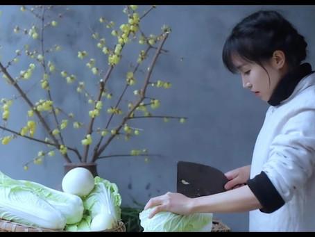 หลี่ จื่อ ชวี่ 李子柒 ผู้นำวิถีชีวิตพื้นบ้านมาสร้างมูลค่าเพิ่มมหาศาล