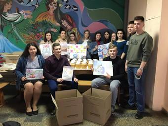 Великдень для героїв: студенти та викладачі коледжу відправили паски та  різні смаколики на передову