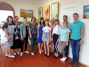 З 5 вересня по 5 жовтня в картинній галереї міста (у приміщенні школи гімназії №2) діє творча вистав
