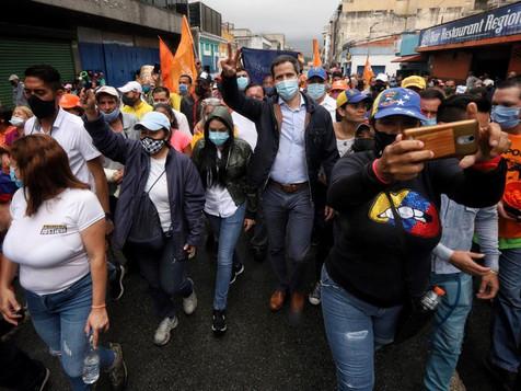 Presidente (E) Guaidó recorre el centro de Los Teques y pide a los venezolanos participar el 12D
