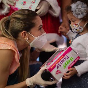Primera Dama, Fabiana Rosales, entregó juguetes a niños de Petare