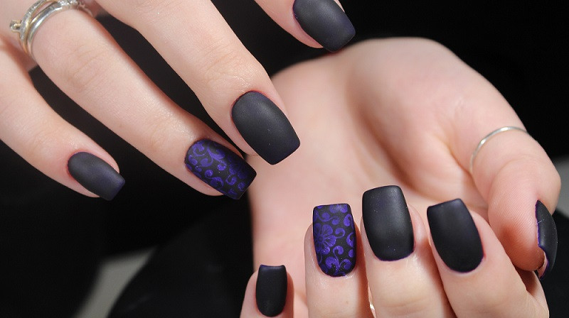 Matte nails from a nail technician in Orlando FL