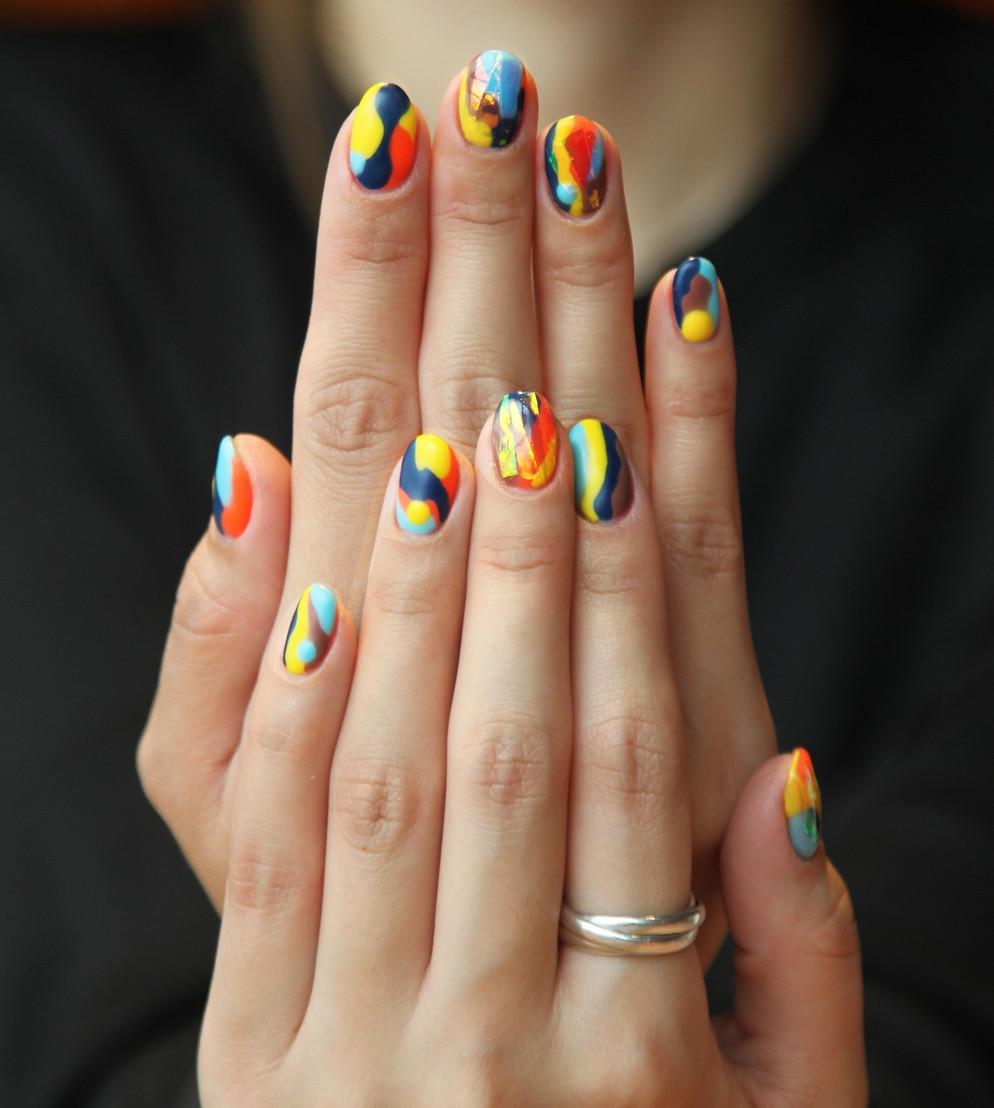 Colorful Fingernails