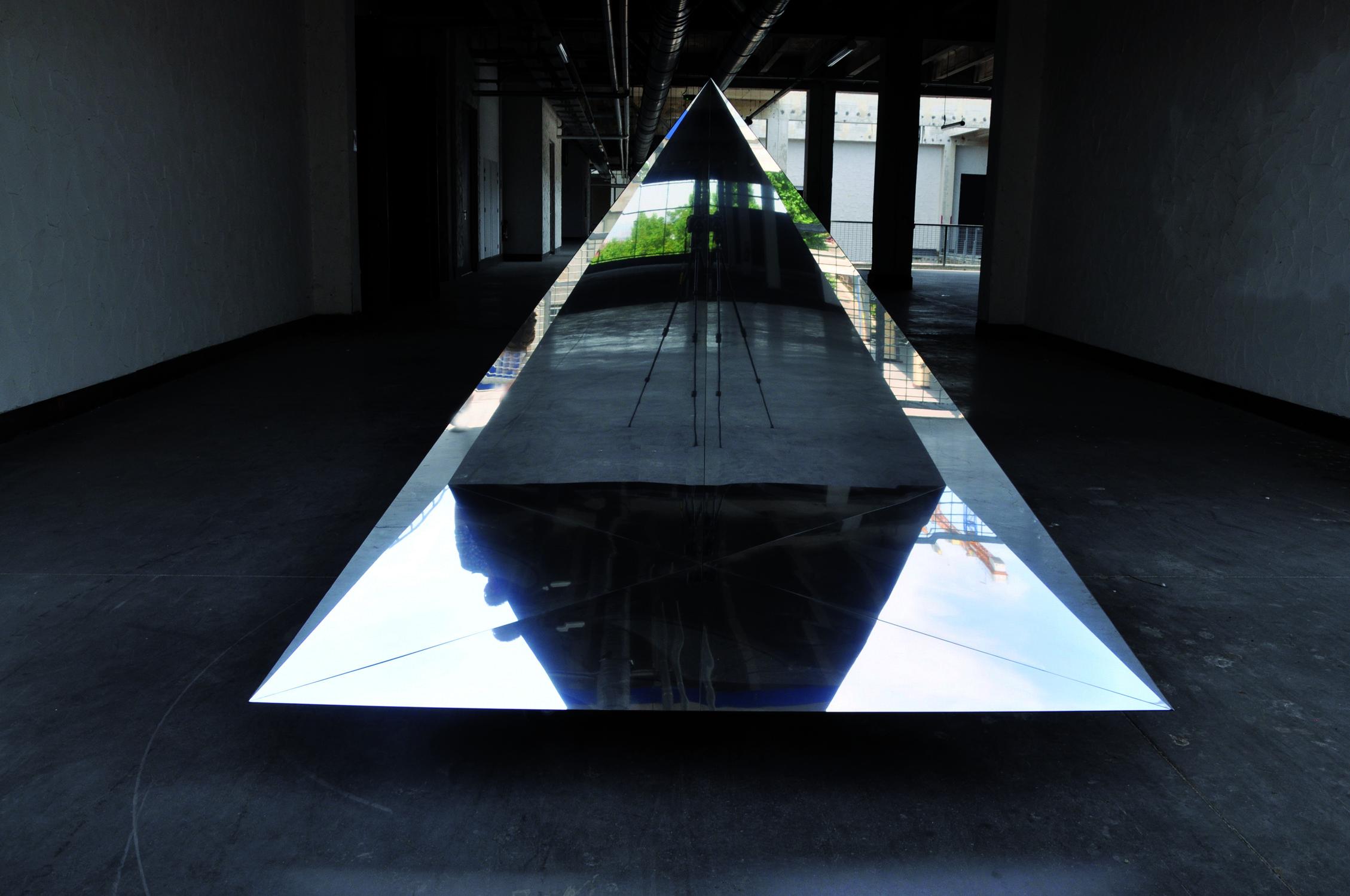 """""""Triangle"""" / Etienne Rey"""