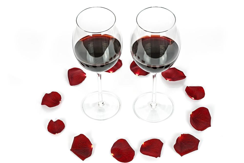 verres rouges pétales