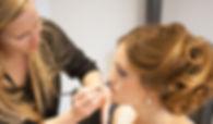 Erstellen eines Braut Make-ups sowie einer Hochsteckfrisur von Lydia Geißler zu einer Hochzeit