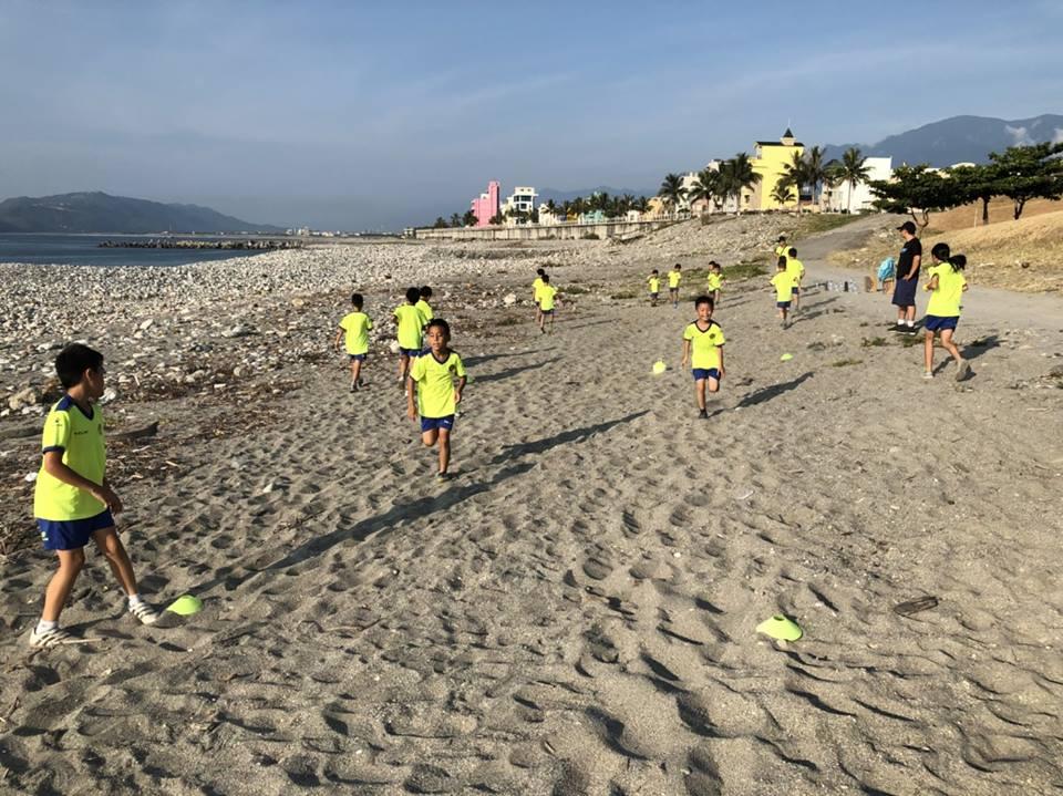 早晨的沙灘跑步練習