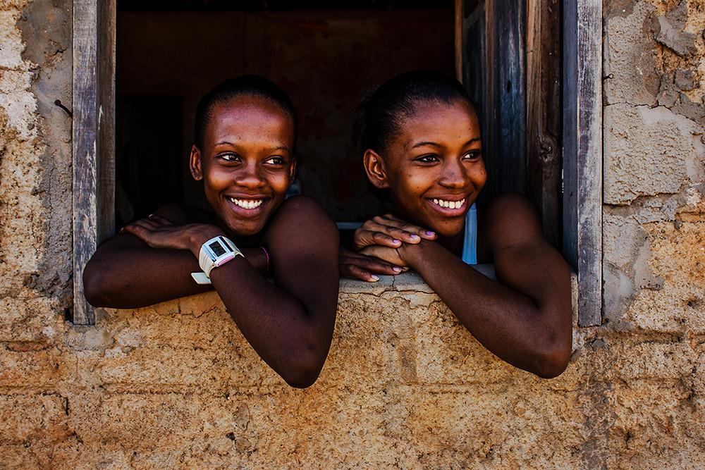 Fotografia de meninas no quilombo Rio das Rãs.
