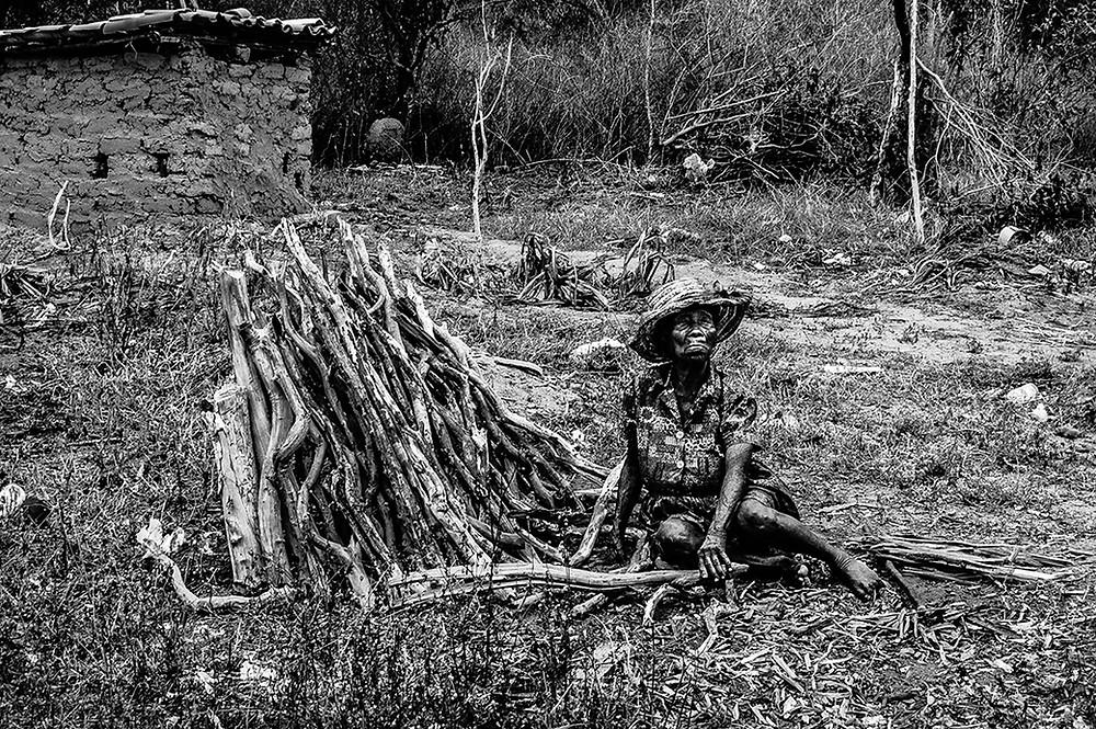 Fotografia de Tia Dide no quilombo Campo Grande.