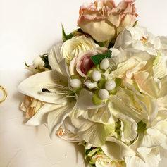 white flowersds.jpg