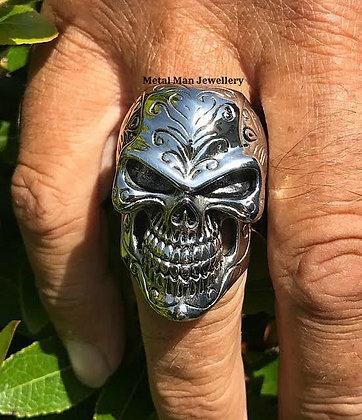 R16 - Patterned skull ring