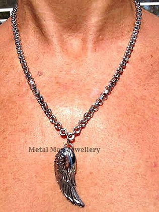 "WB -Single angel wing 18"" necklace"