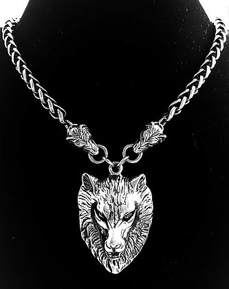 WO1 - 3 wolf necklace