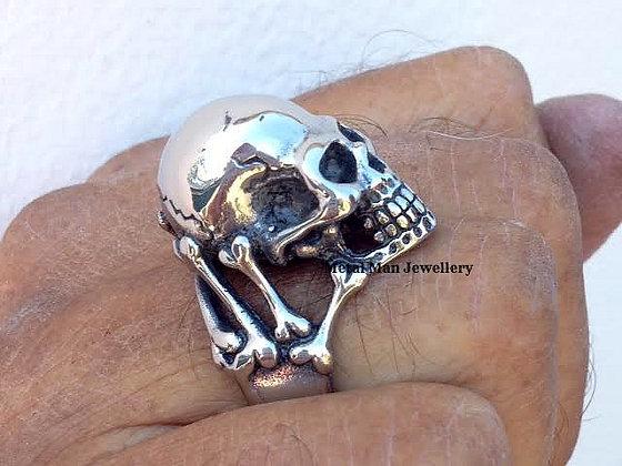 R5 - Skull & Bones Ring