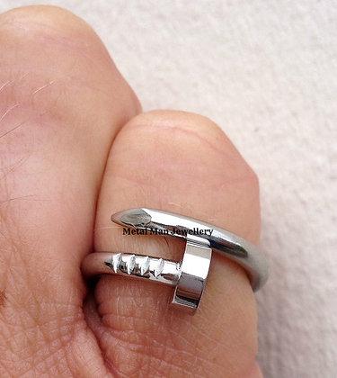 R8 - Nail ring