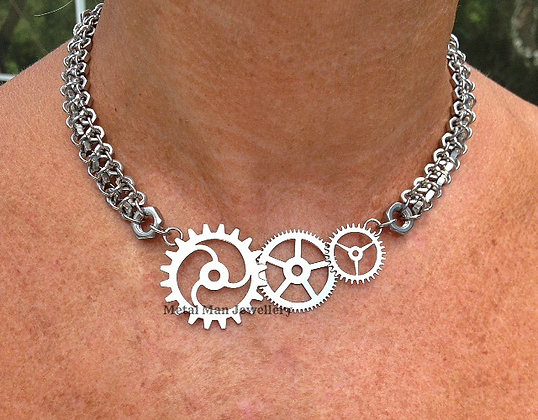 GE1 - Small gear pendant on hex nut chain