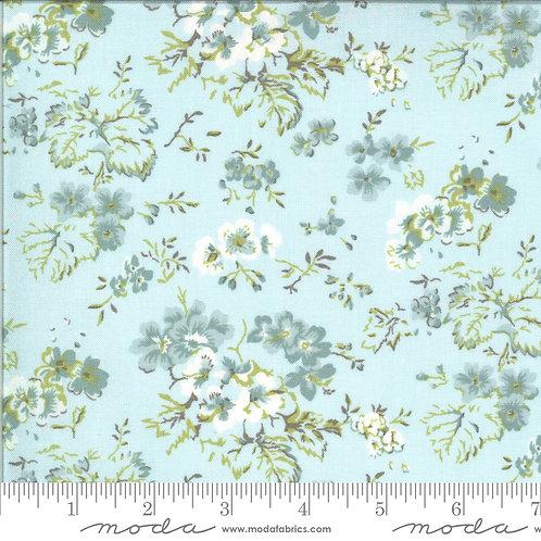 Dover 18700 15  Blue Floral B Riddle Moda