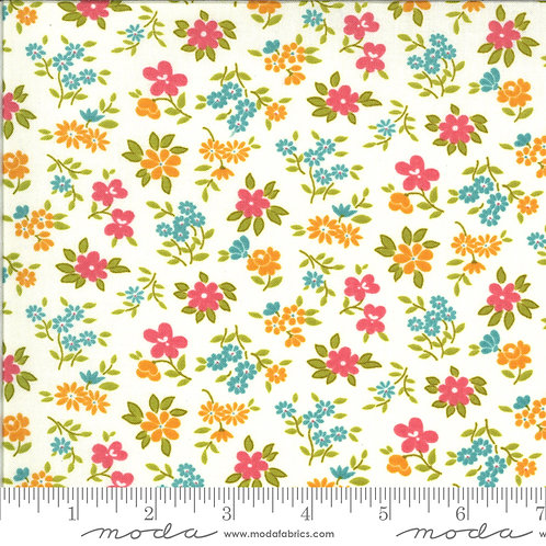 Blooming Bunch 40044 11 White Floral Moda Maureen McCormick